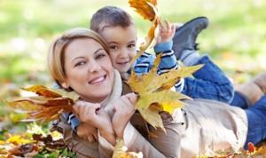 mom-child-autumn