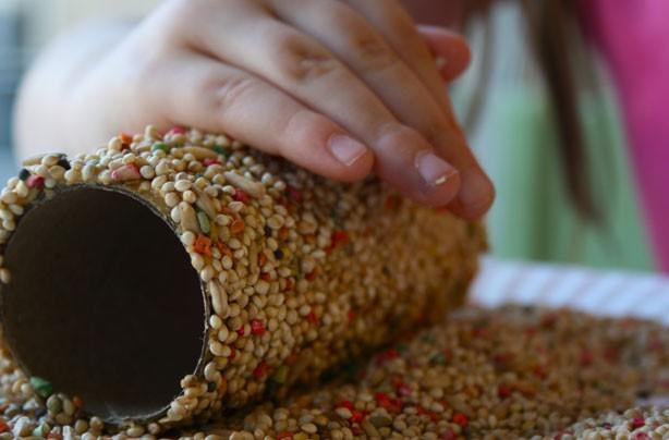 kids winter crafts diy bird feeder green. Black Bedroom Furniture Sets. Home Design Ideas