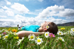 girl_laying_in_meadow